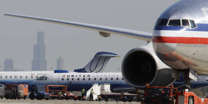 Des avions d'American Airlines et de United Airlines.