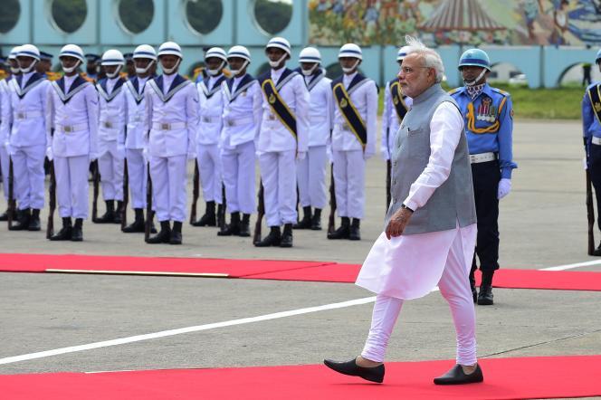 Le premier ministre Narendra Modi à son arrivée à Dacca, au Bangladesh, le 6 juin 2015.