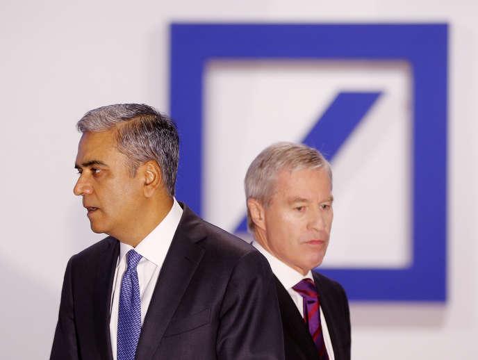 Les deux co-patrons de la Deutsche Bank, Anshu Jain et Juergen Fitschen, le 21 mai à Francfort, en Allemagne.