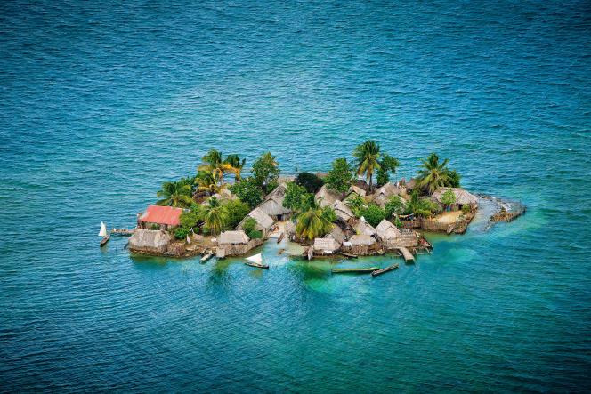 Habitations des Indiens Kuna, dans les îles Robeson (Panama).