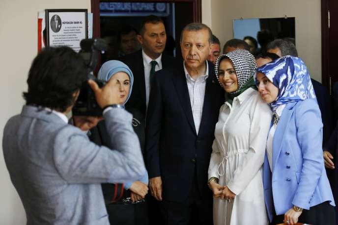 Les bureaux de vote sont ouverts en Turquie, où les citoyens sont appelés aux urnes pour des élections législatives déterminantes pour le président islamo-conservateur.