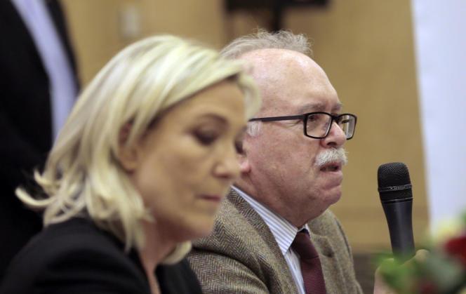 Wallerand de Saint-Just et Marine Le Pen, lors d'une conférence de presse à Paris le 10 mars 2014.