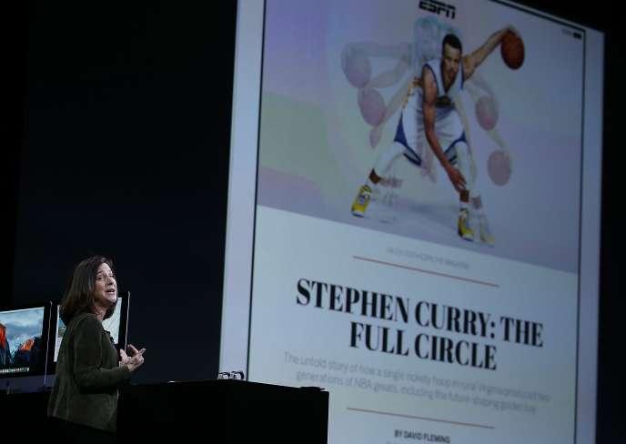 Présentation d'iOS 9 par Susan Prescott, vice-présidente d'Apple en charge du développement des produits et du marketing.