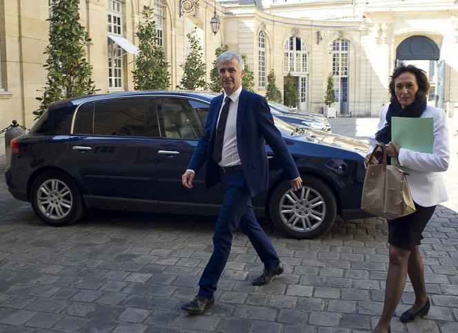 Les députés (PS) Sylviane Bulteau et Fabrice Verdier venant remettre leur rapport sur le RSI à Matignon le 8 juin.