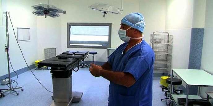 Les internes, étudiants de médecine en troisième cycle, sont un des piliers de l'hôpital public.