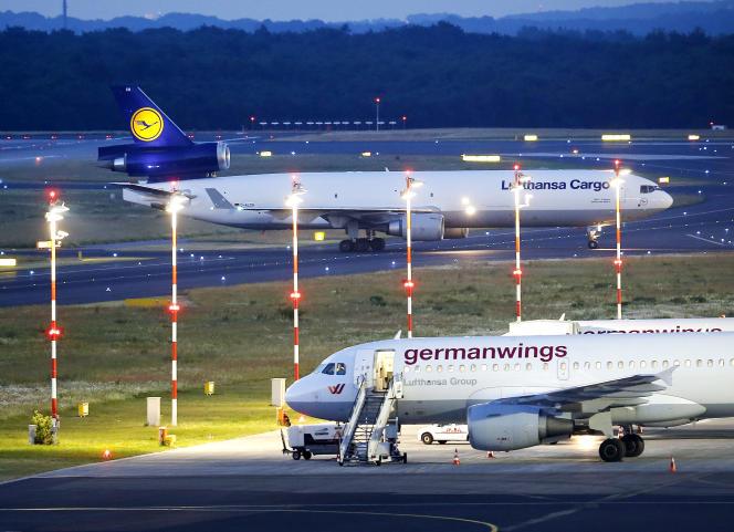 Les corps de 44 victimes du crash de Germanwings sont arrivées en Allemagne, mardi9juin2015.