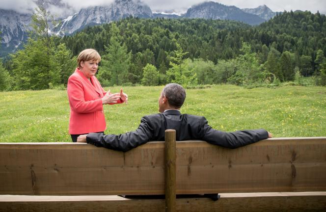 Angela Merkel et Barack Obama (de dos) au chateau d'Elmau lors du sommet du G7, Allemagne, le 8 juin 2015.
