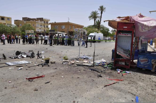 Sur le parking du temple de Karnak, à Louxor, en Egypte, où un attentat a été déjoué le10juin.