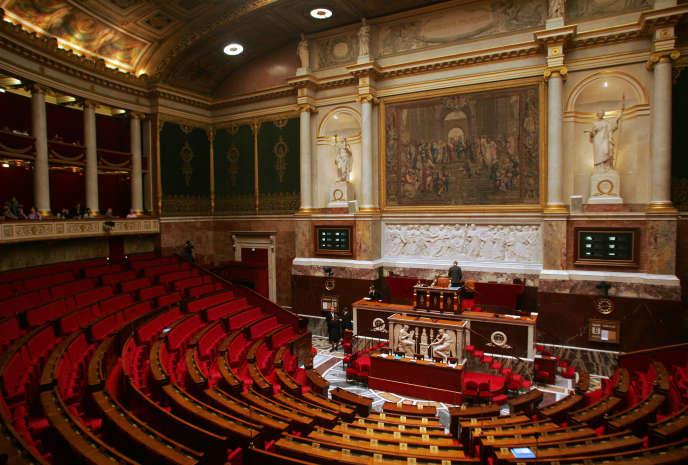 Vue de l'hémicycle de l'Assemblée nationale réalisée le 6 décembre 2005 à Paris, avant une séance de question au gouvernement.