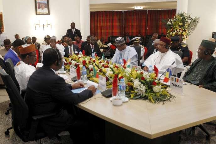 Les présidents du Nigeria, du Cameroun, du Niger, du Tchad et du Bénin se sont réunis à Abuja, jeudi 11 juin, afin de créer une force anti-Boko Haram.