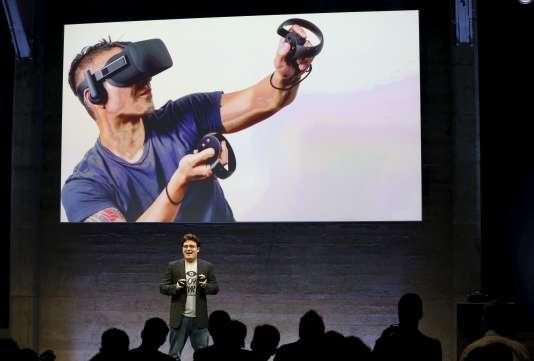 """Palmer Luckey, fondateur d'Oculus, reconnaît une """"erreur de communication"""", mais pas de prix."""