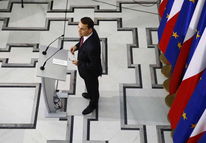 Le président du Parlement polonais, Radoslaw Sikorski pendant une conférence de presse, àVarsovie, le21octobre2014.