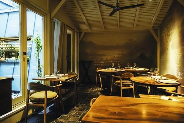 A proximité de la cuisine ou en fond de salle, le Yam'Tcha offre plusieurs places de choix.
