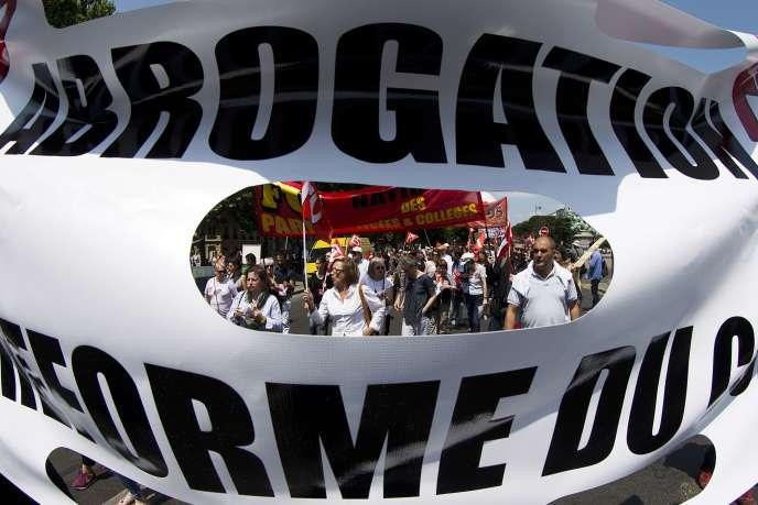 Manifestation contre la réforme du collège, le 11 juin, à Paris.