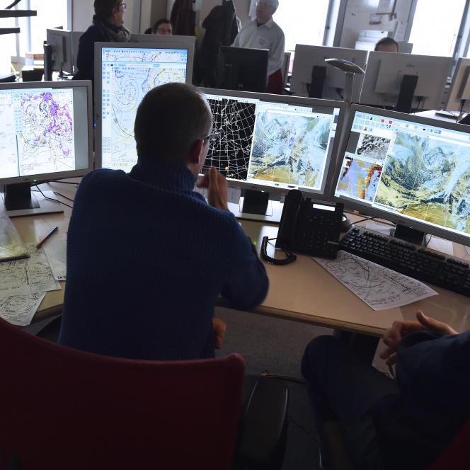Au siège de Météo France à Toulouse, le 23 février. L'Ecole des Ponts s'est dotée d'un radar météorologique capable de mesurer la pluie à l'échelle d'une rue et de prévoir son impact sur la ville.