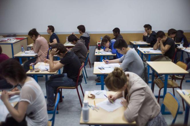 Des candidats à l'épreuve de philosophie du baccalauréat, en 2013.