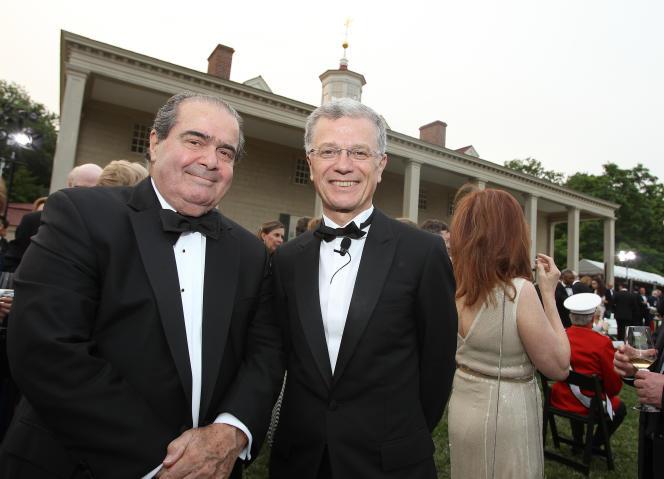 Le juge Antonin Scalia, membre de la Cour suprême (à gauche),  le 9 juin, à Mount Vernon.