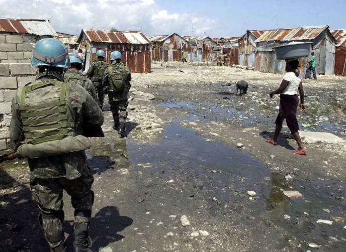 Des casques bleus à Port-au-Prince, en 2009.