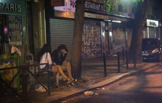 Des prostituées sur le boulevard Ney, à Paris, en 2013.