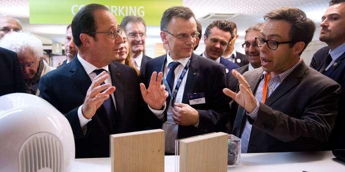 François Hollande inaugurait la Cité des objets connectés, vendredi 12 juin, à Saint-Sylvain-d'Anjou, près d'Angers.