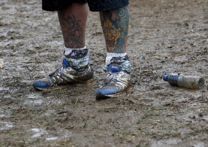 Un Mud Day consiste en un parcours du combattant payant de plusieurs kilomètres avec 22 obstacles, mené à un rythme militaire, dans la boue, évidemment.
