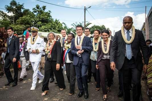 Manuel Valls lors de sa visite à Mayotte, le 13 juin 2015.