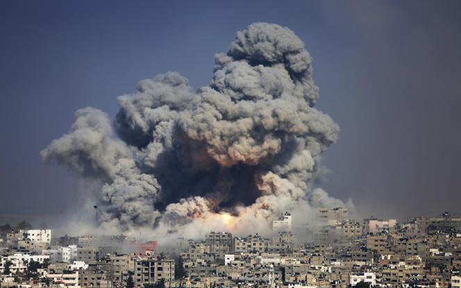 Bombardement de l'aviation israélienne, le 29 juillet 2014, sur la ville de Gaza.
