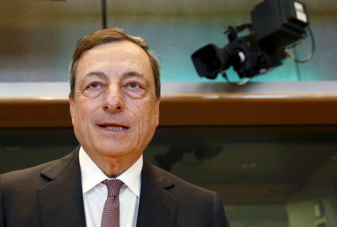 Le président de la Banque centrale européenne, Mario Draghi —ici le 15 juin—, a décidé de relever le plafond d'aide d'urgence aux banques grecques.