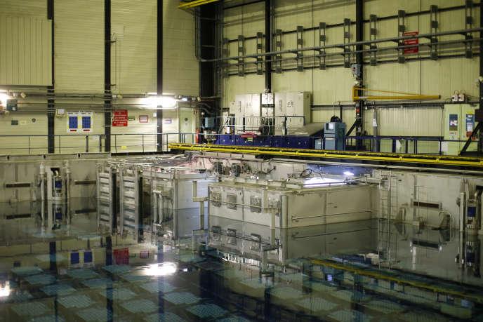 Une piscine de stockage de déchets nucléaires à l'usine Areva de La Hague, France, le 22 avril 2015.