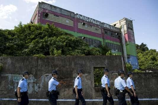 Des policiers à Hongkong, en juin 2015.