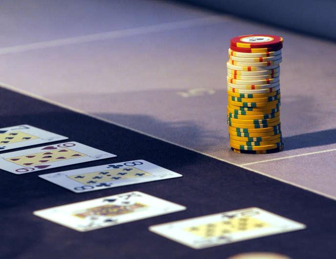 Une table de jeu, le 18 janvier 2010, lors d'un partie de poker au casino de Lille.