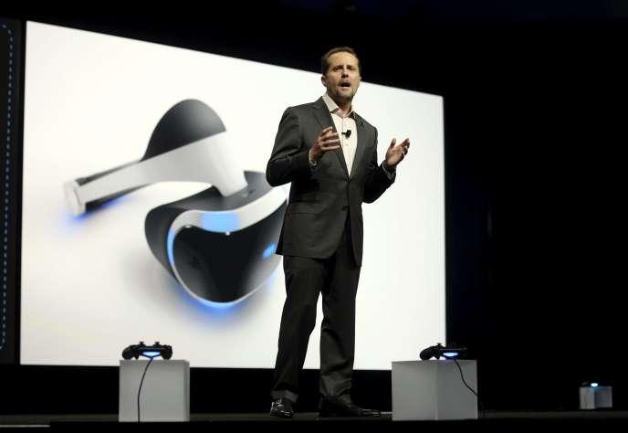 Andrew House, lors de la conférence PlayStation au salon E3 du jeu vidéo de 2015.
