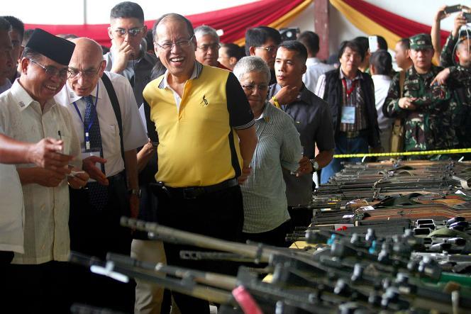 Le chef du Front Moro, à gauche, et le président Benigno Aquino le 16 juin 2016.