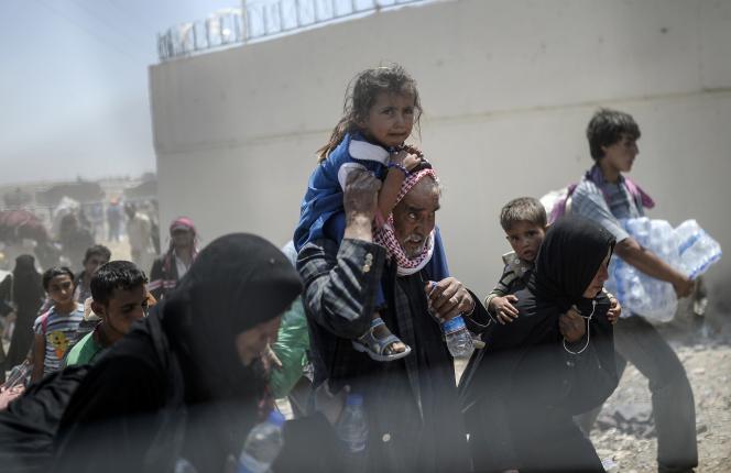 Christopher Bender, de l'ONG Danish Refugee Council, a déclaré que 18 000 civils avaient déjà trouvé refuge en Turquie ces dix derniers jours.
