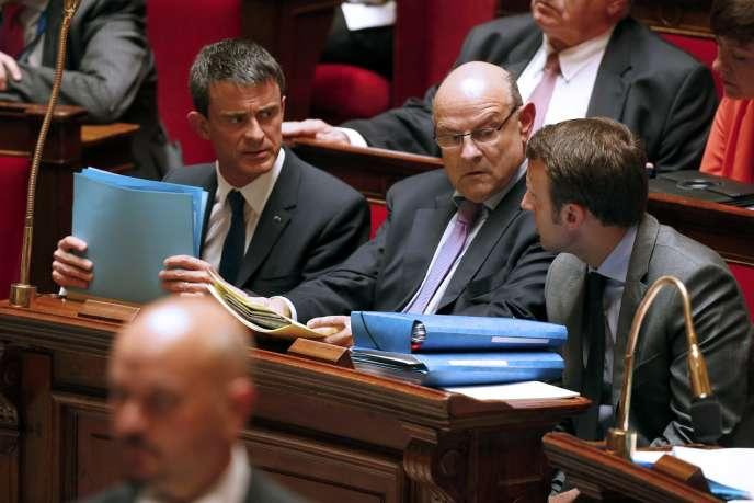 Manuel Valls engage la responsabilité de son gouvernement sur le projet de loi pour la croissance et l'activité dit loi Macron à l'Assemblée nationale à Paris, mardi 16 juin.
