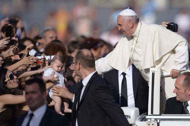 Le Pape sur la place Saint-Pierre au Vatican le 14 juin 2015.