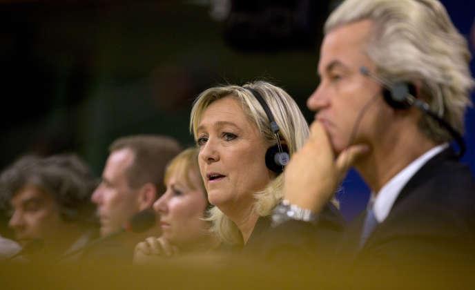 La présidente du Front national Marine Le Pen avec son allié néerlandais Geert Wilders, le 16 juin à Bruxelles.
