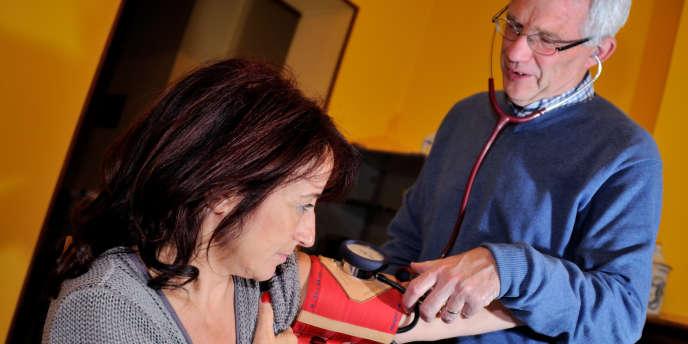La ministre des affaires sociales, Marisol Touraine, présente jeudi une loi de santé publique qui instaure le tiers payant généralisé chez le médecin et accroît les politiques de prévention.
