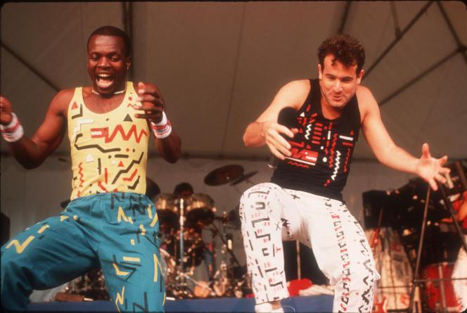 Le Sud-Africain Johnny Clegg, ici en 1988 avecDudu Zulu, a été l'une des grandes voix de la lutte contre l'apartheid.