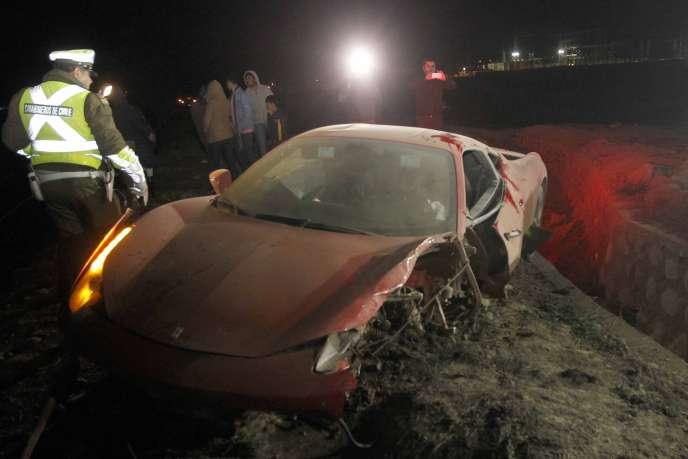 Si Arturo Vidal s'est sorti indemne de son accident de la route, ce n'est pas le cas de sa Ferrari.