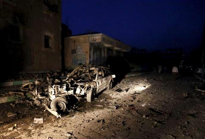 Sur le site d'un des attentats, à Sanaa, le 17 juin