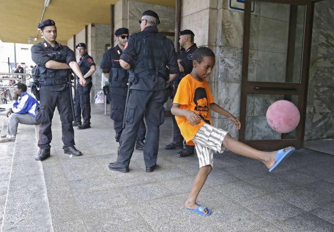 En 2014 plus de 219 000 réfugiés et migrants ont franchi dans des conditions périlleuses la Méditerranée.