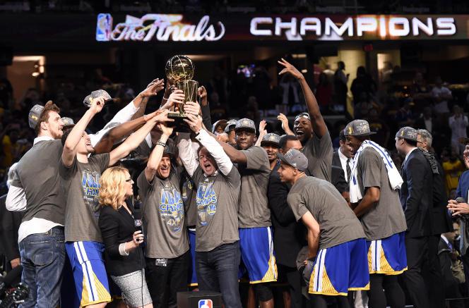 Les Golden State Warriors ont remporté le titre de champion NBA, mardi soir, sur le parquet des Cleveland Cavaliers.