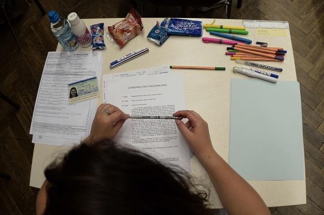 835 000 élèves de troisième passent les épreuves du brevet des collèges.