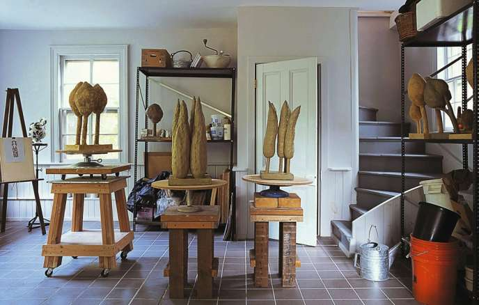 Sculpture, peinture, céramique...  Dans son studio de New York, Peter Schlesinger s'est essayé à différentes techniques artistiques.