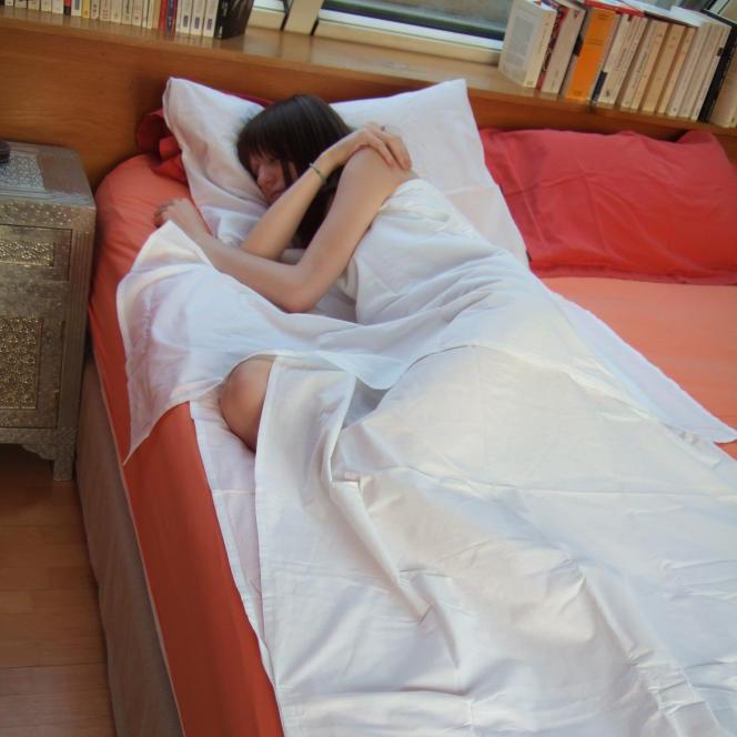 Faire et défaire son lit en deux temps, trois mouvements, avec l'enveloppe de couchage NighTbag.