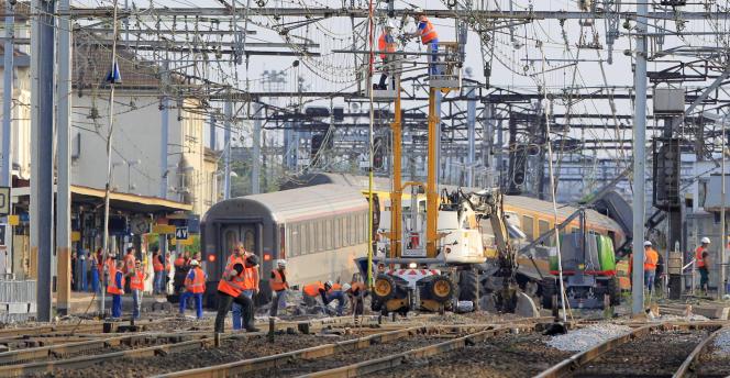 Une éclisse endommagée est à l'origine du déraillement du train. Plusieurs rapports pointent des défauts de maintenance.