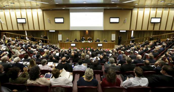 L'affluence des journalistes à la conférence de presse organisée par le Vatican était à la mesure des attentes suscitées par ce texte annoncé depuis plus d'un an : l'encyclique du pape François sur le climat, Laudato si'(« Loué sois-tu »), jeudi 18 juin. REUTERS/Max Rossi