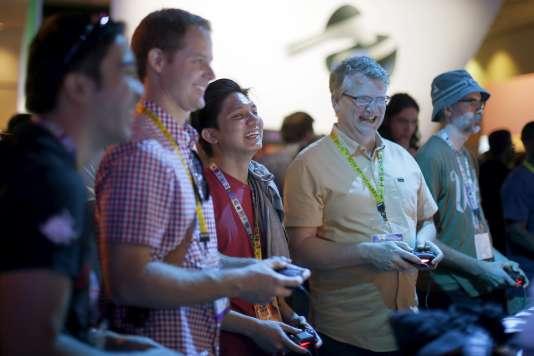 Des joueurs à l'Electronic Entertainment Exposition (E3), le plus grand Salon du jeu vidéo du monde.