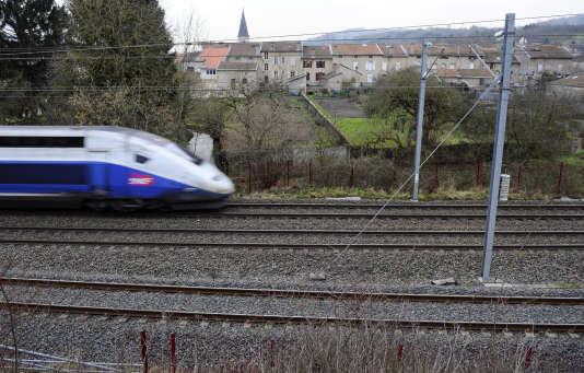 Un TGV passant près de Vandières (Meurthe-et-Moselle), le 22 janvier 2015.